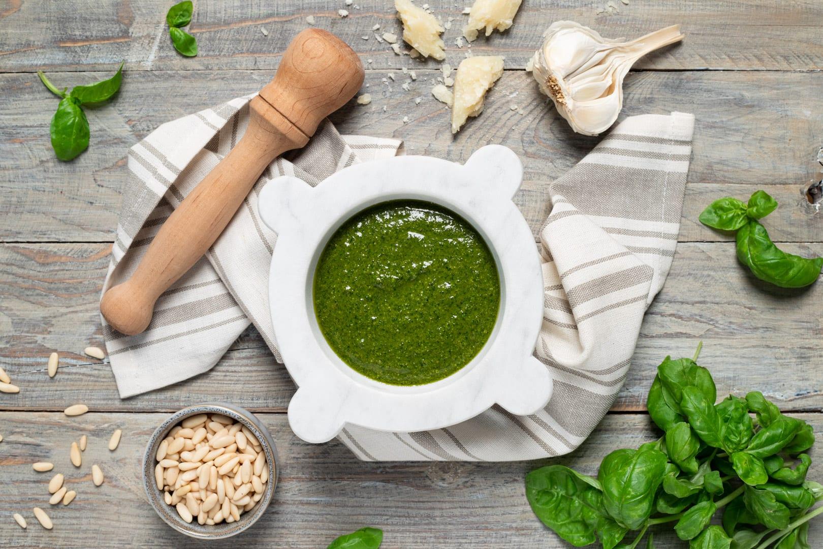 Ricetta Pesto Verde Chiaro.Pesto Alla Genovese La Ricetta Di Sonia Peronaci