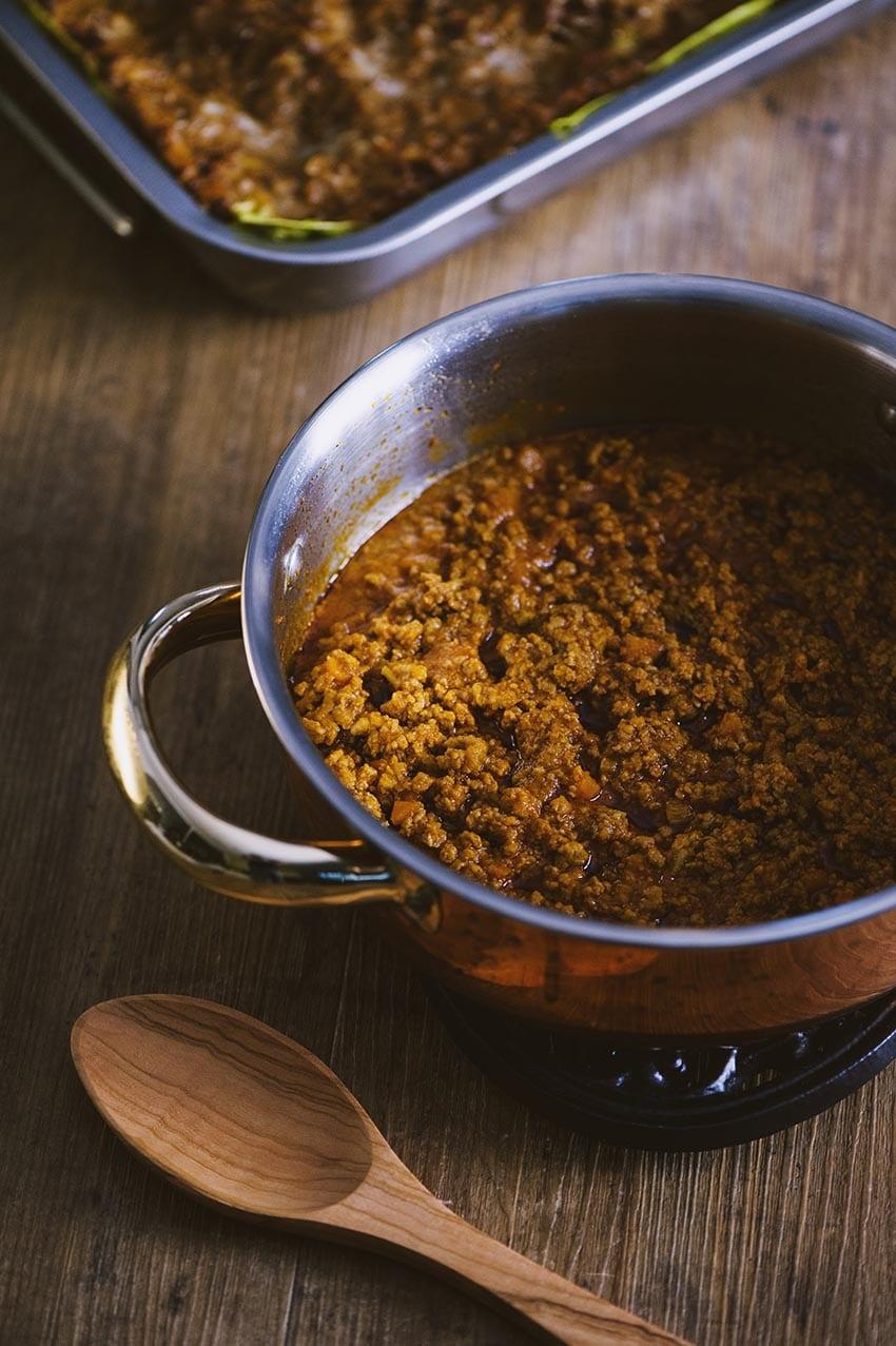 Ragù alla bolognese pronto in pentola per i tuoi piatti