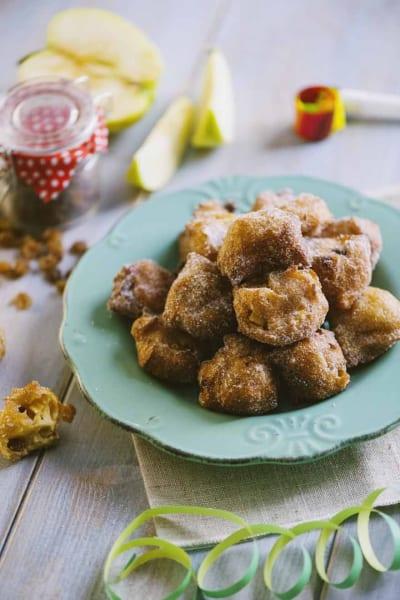 Impiattamento carnevalesco dei tortelli di mela e uvetta