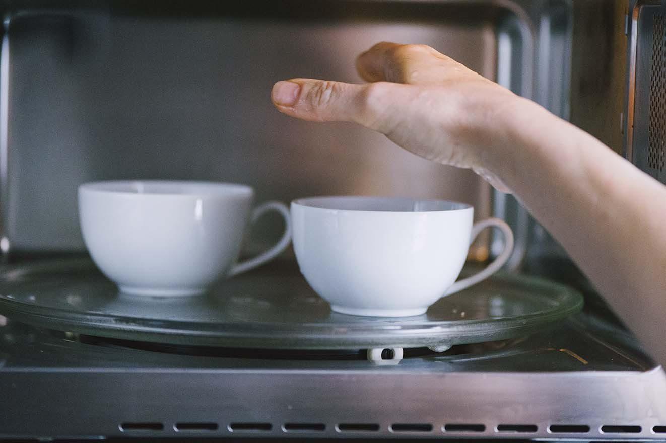 Come usare il microonde per scaldare o scongelare