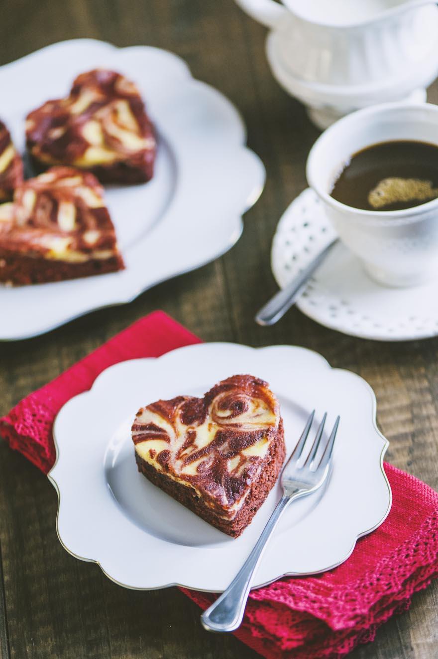 Red velvet brownies cheesecake, dolci cuoricini per un San Valentino romantico