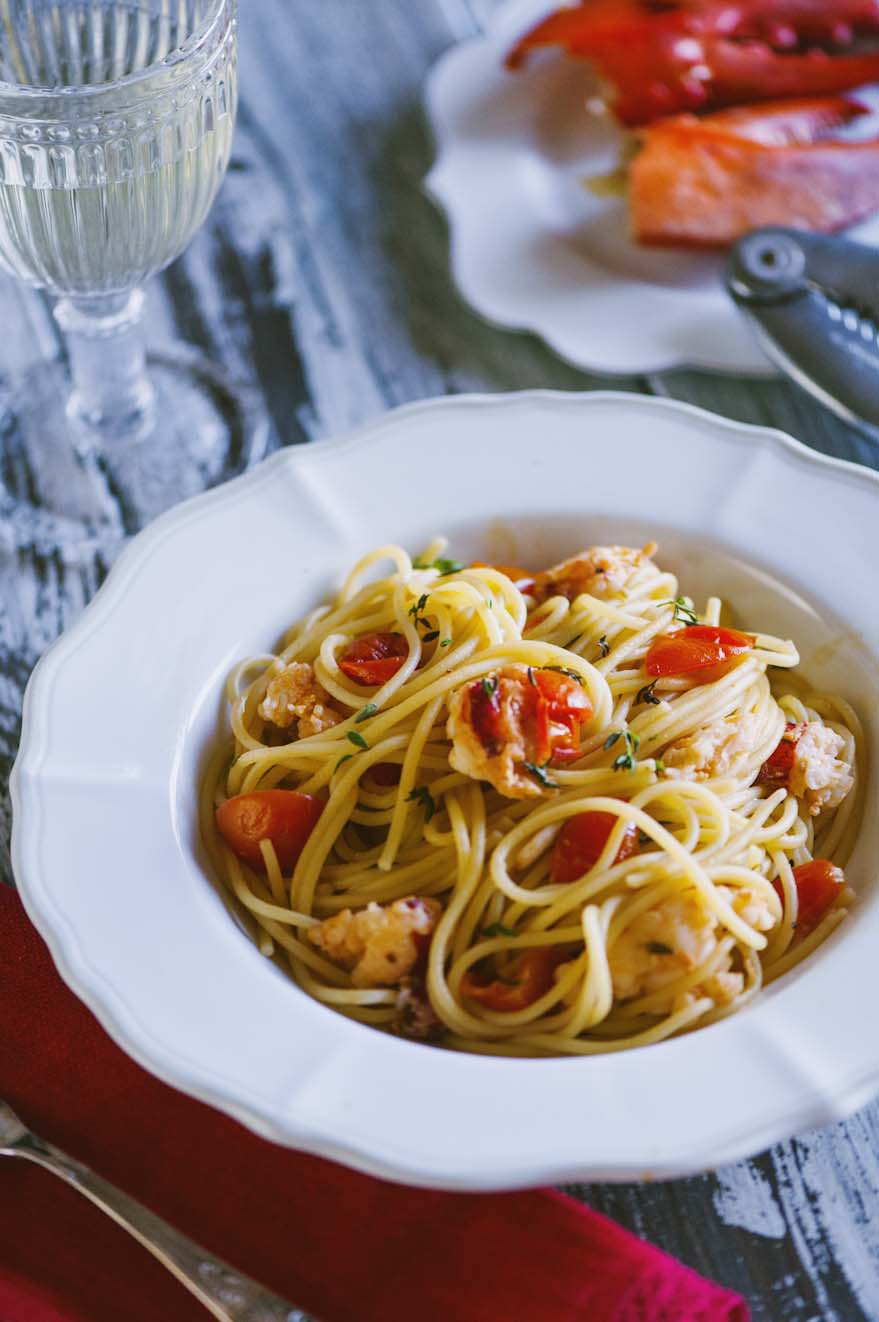 Spaghetti con l'astice, serviti caldi per un assaggio indimenticabile!