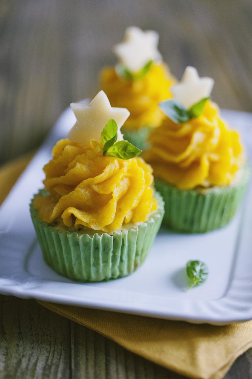 Cupcake di pollo, serviti con una graziosa stellina di formaggio a decorare