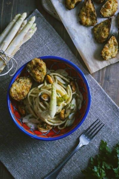 Bigoli con asparagi e cozze