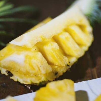 Come pulire e tagliare l'ananas, per servirla in modo fresco e originale