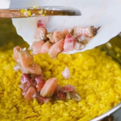 Storia del risotto alla milanese, con ossobuco come da tradizione!