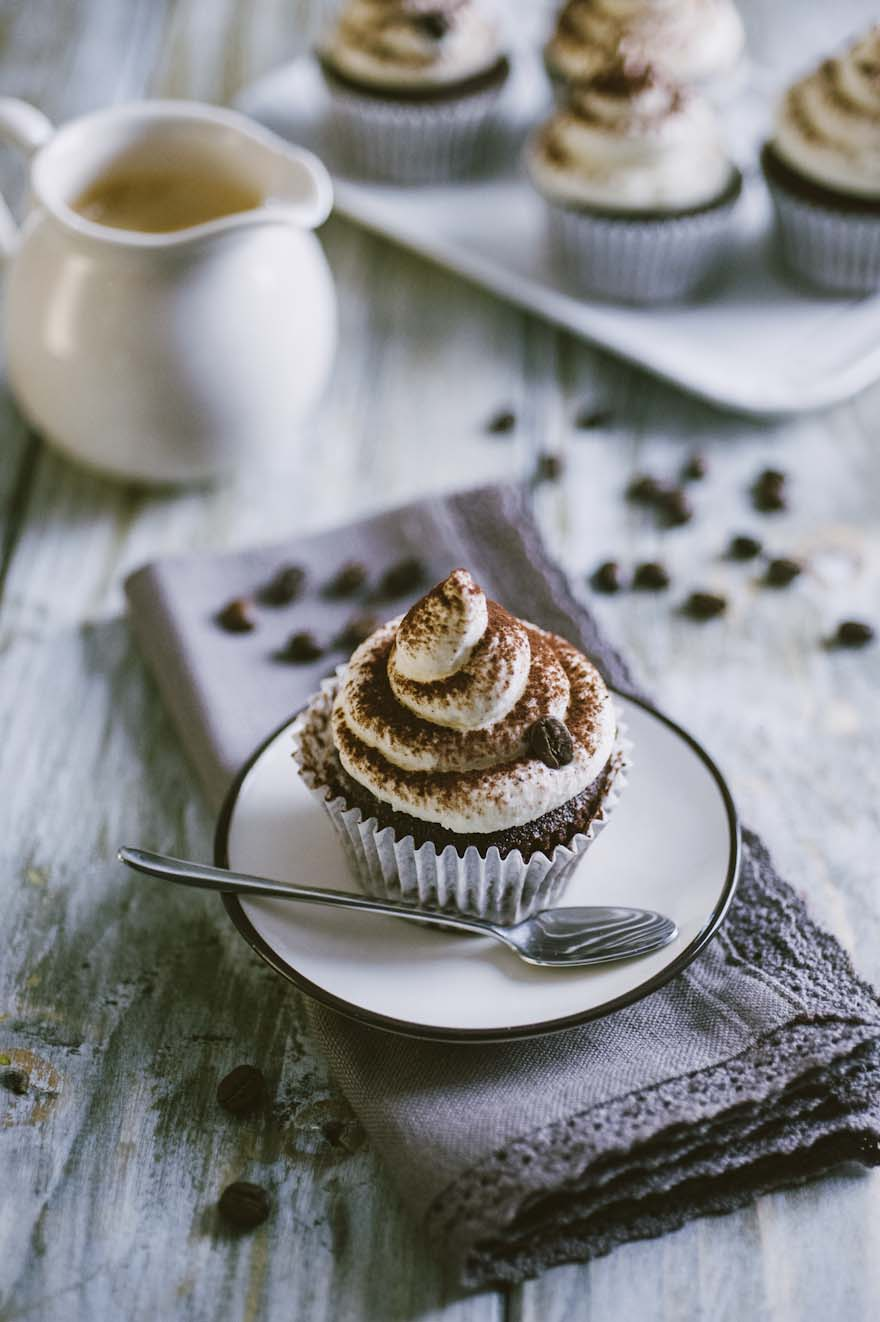 Cupcake al cappuccino, servito su piattino come un vero cappuccino!