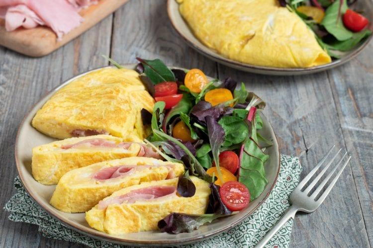 Ricetta Omelette Prosciutto E Funghi.Omelette Con Prosciutto E Formaggio La Ricetta Di Sonia Peronaci