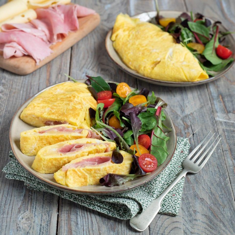 Ricetta Omelette Salate Prosciutto E Formaggio.Omelette Con Prosciutto E Formaggio La Ricetta Di Sonia Peronaci