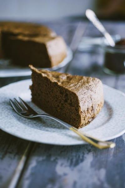 Pan di Spagna al cacao senza glutine e latticini