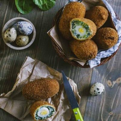 Uova alla scozzese di verdure, servite ben calde