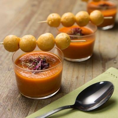 Meringhette salate con gazpacho