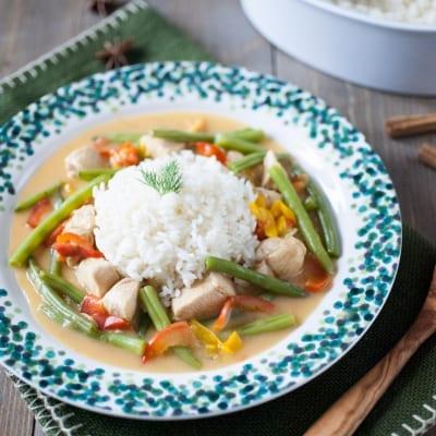 Bocconcini di pollo al latte di cocco e riso pilaf