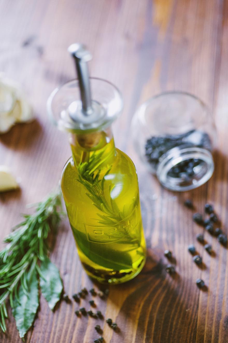 Olio aromatizzato per carne, da usare per grigliate o arrosti
