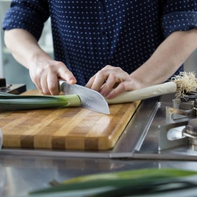 Come pulire i porri, per piatti aromatici e delicati