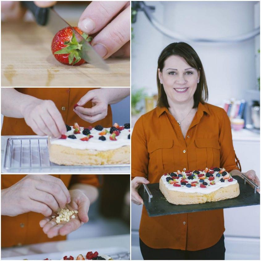 Poke cake con confettura ai frutti di bosco