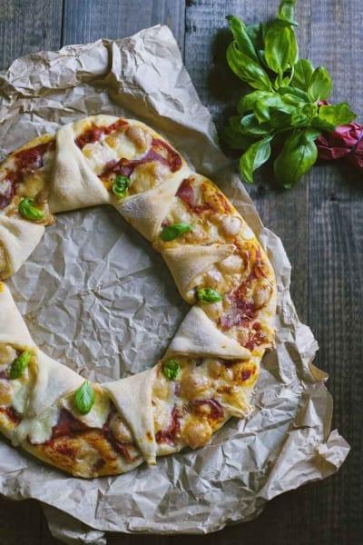 Ghirlanda di pizza, con prosciutto e scamorza