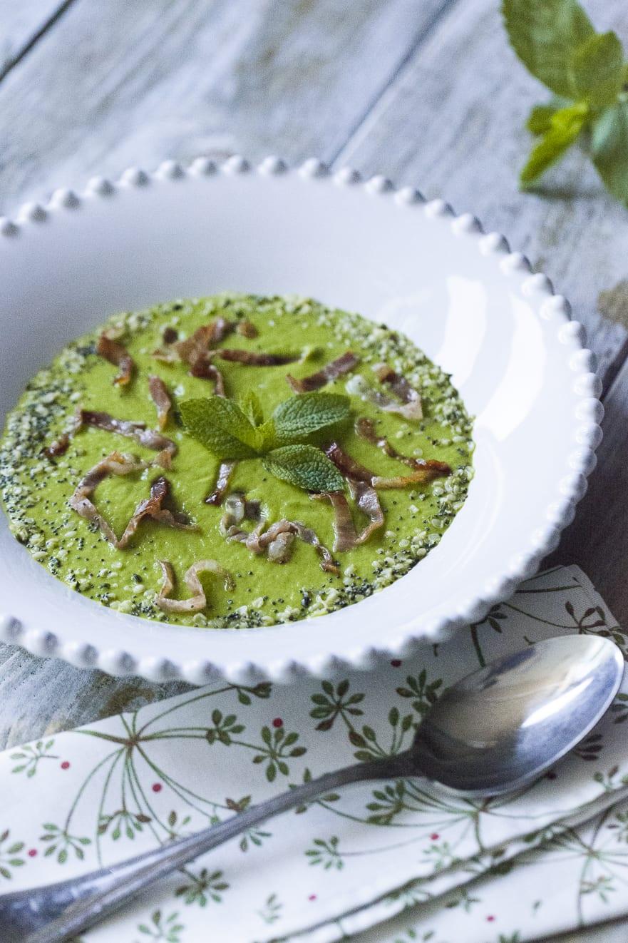 Crema di zucchine e menta, con prosciutto crudo croccante