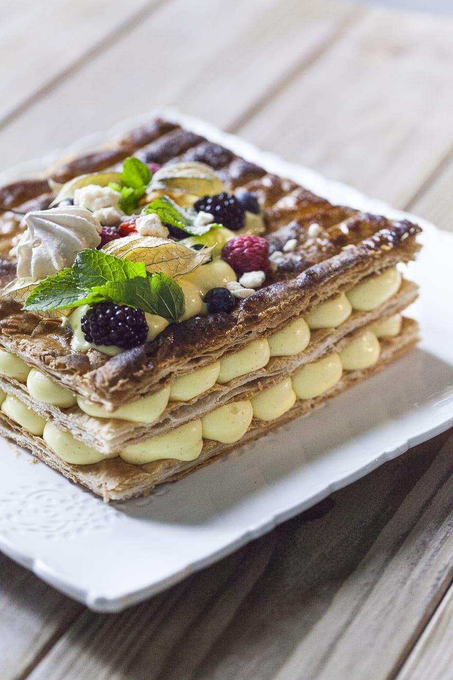 Millefoglie senza glutine, con crema pasticciera e frutta fresca