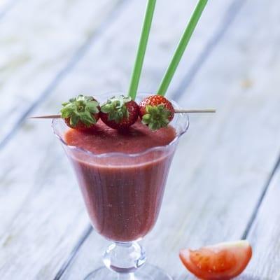 Smoothie di fragola, pomodoro e zenzero