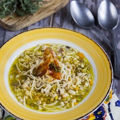 Zuppa di cereali e funghi