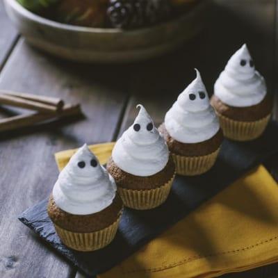 Cupcake alla zucca, con frosting al burro e a forma di fantasmino