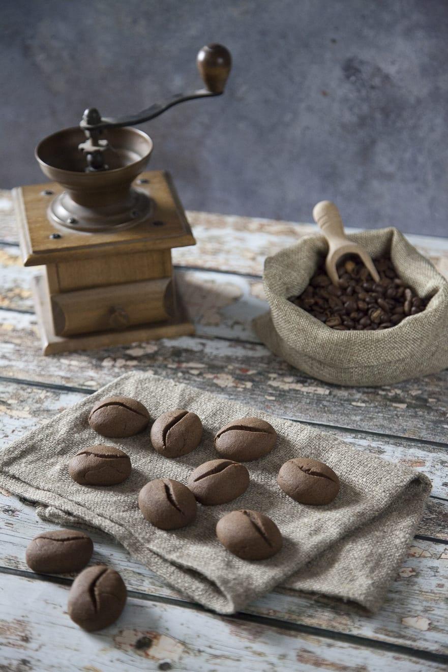 Biscotti chicco di caffe pronti per la colazione o la merenda