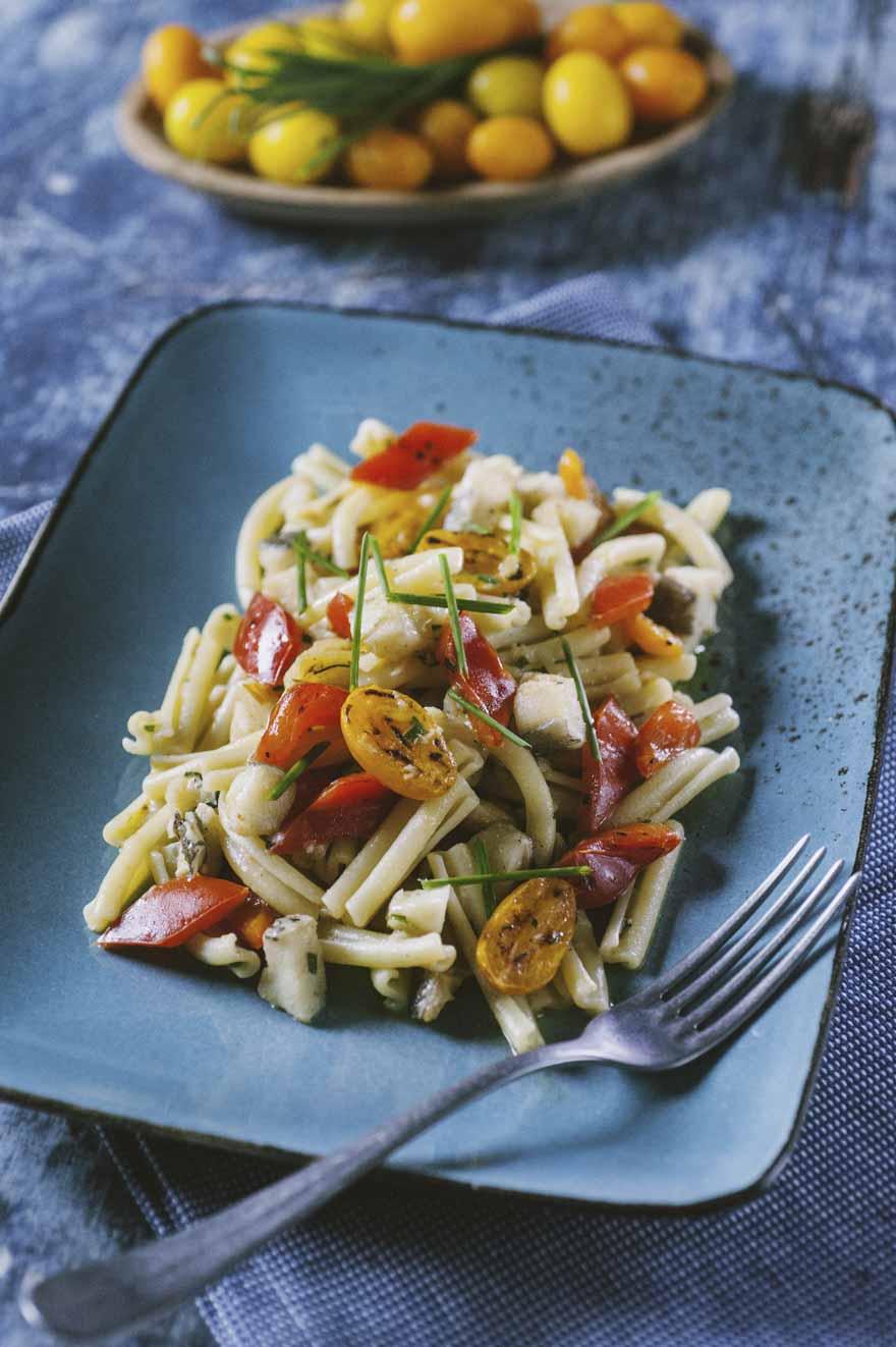 Caserecce senza glutine con peperoni e baccalà pronte all'assaggio