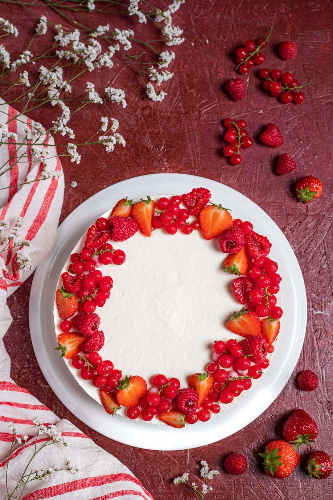 Torta fredda alla ricotta e frutti rossi