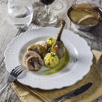 Jambonet di pollo con vellutata di asparagi e purè di patate