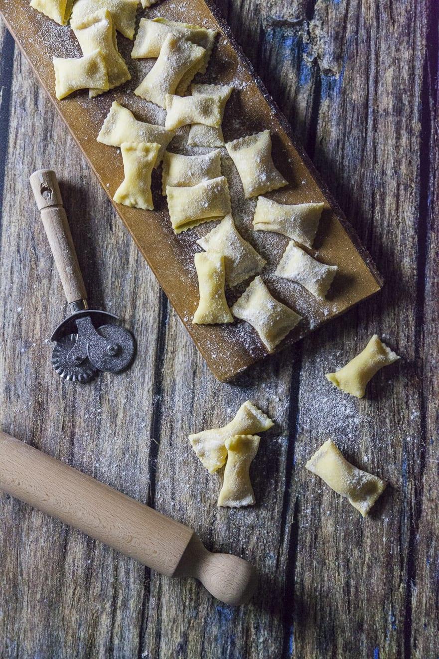 Agnolotti ripieni di patate, provola e pecorino