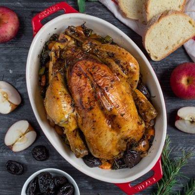 Pollo ripieno di mele e prugne