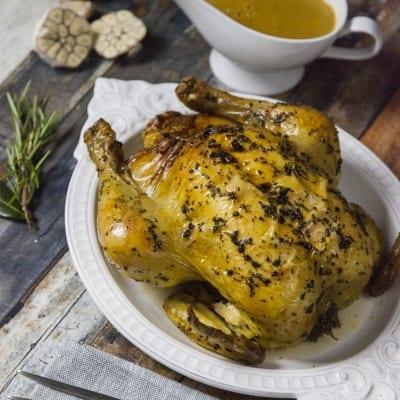 Pollo ripieno di salsiccia, mele e prugne secche