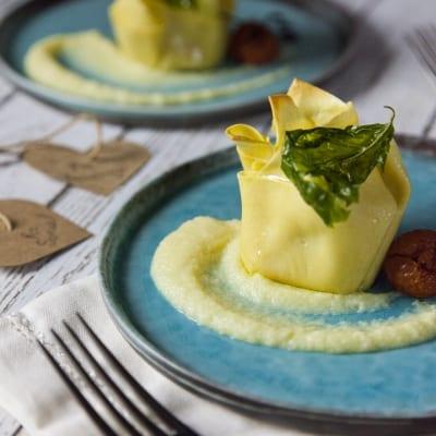 Fagottini di pasta fresca ripieni di scampi e patate