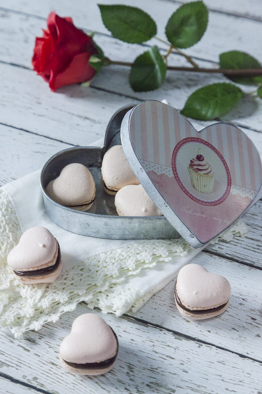 Macaron al cioccolato pronti per San Valentino