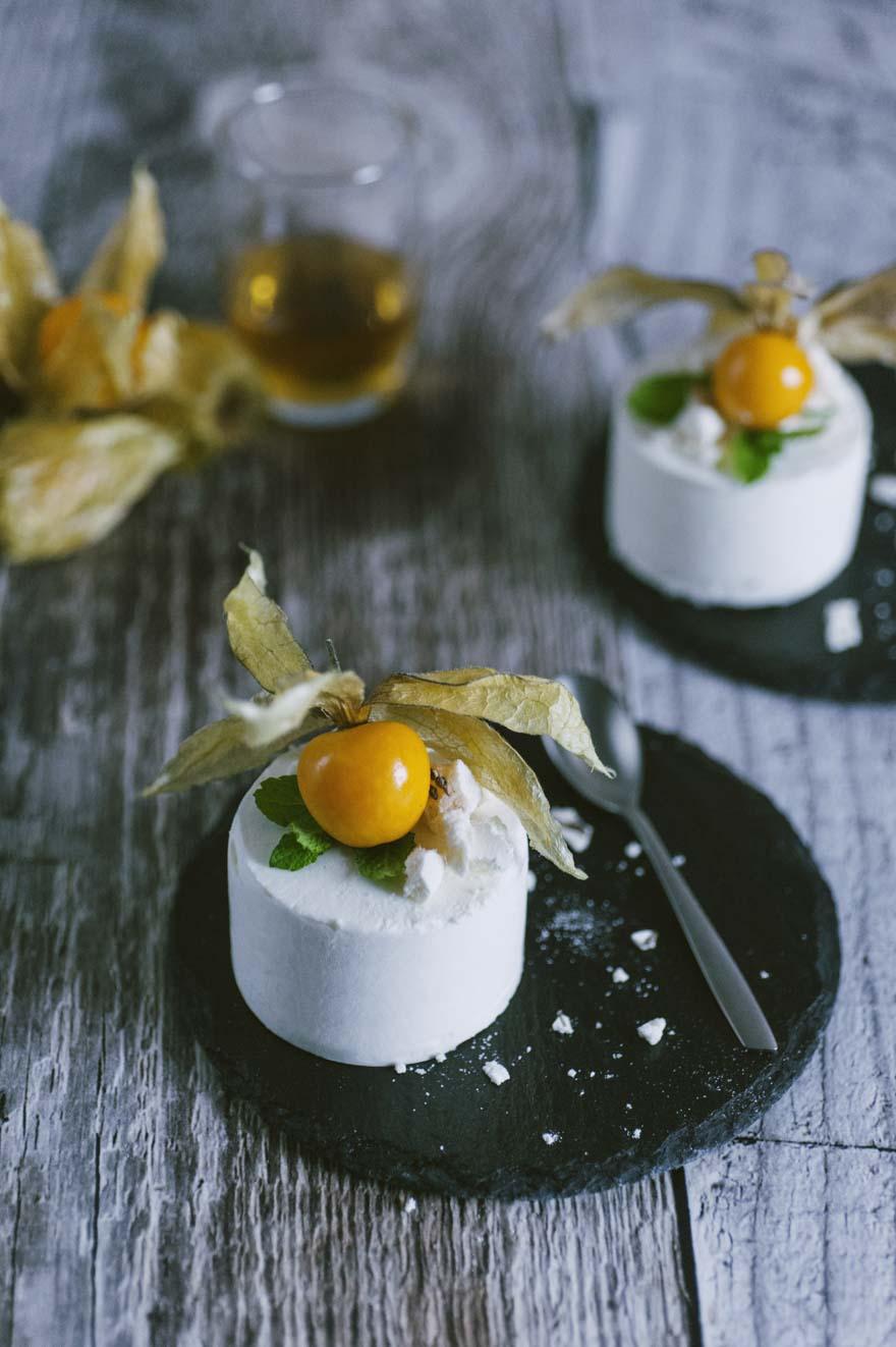 mousse al whisky aromatizzato al miele con panna e mascarpone dessert al cucchiaio