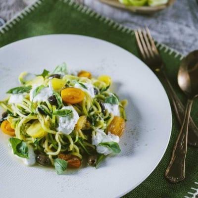 Spaghetti di zucchine con pomodorini e burrata