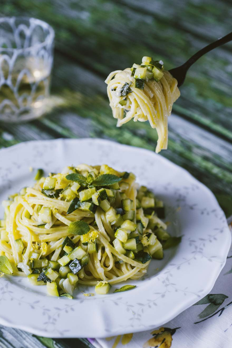 pasta fresca tagliolini con zucchine limone e menta ricetta facile e veloce primo piatto cremoso
