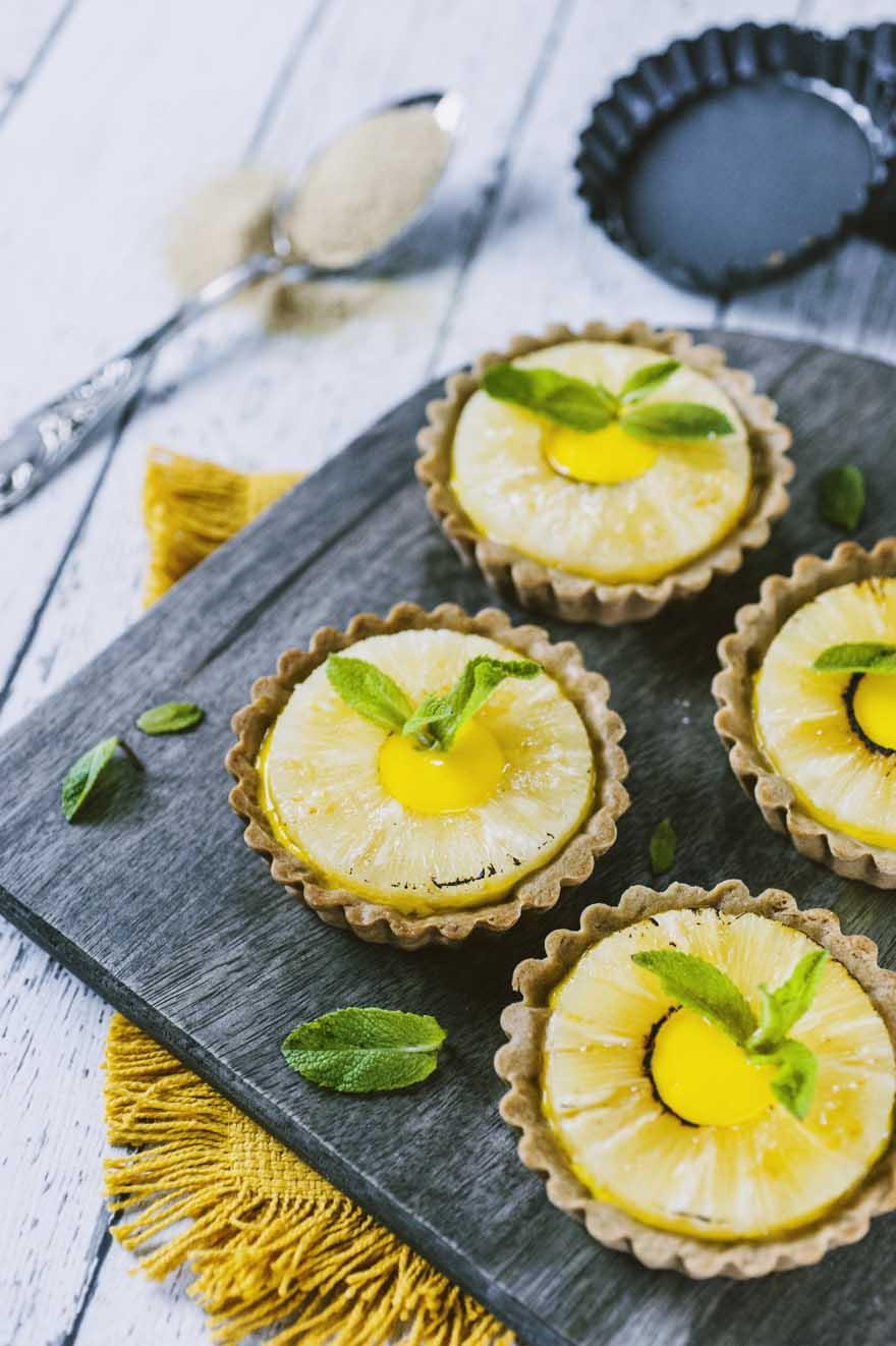 Crostatine con liquirizia, ananas e zafferano