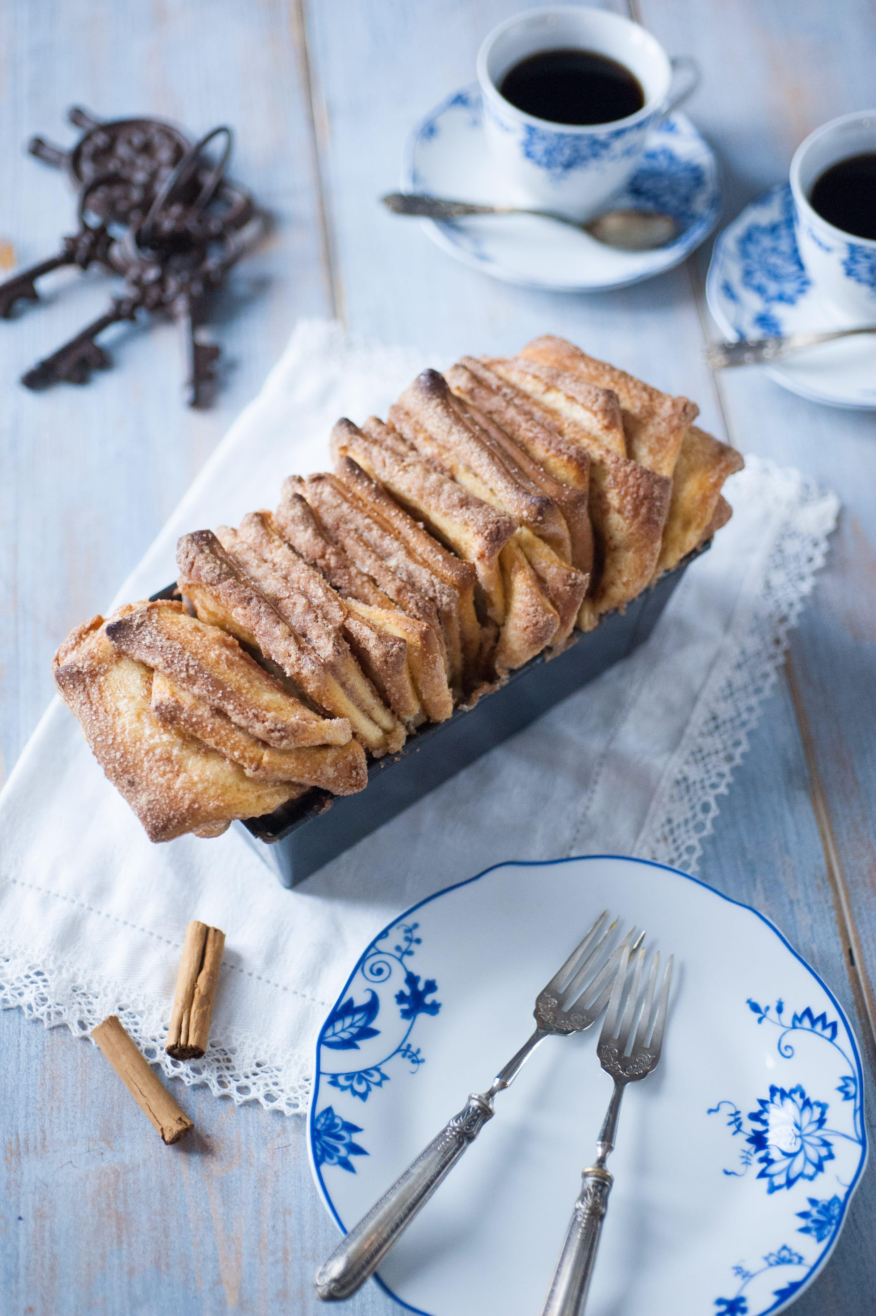 cinnamon sugar pull apart bread pane dolce lievitato alla cannella per colazione merenda