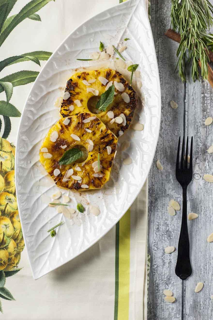 Ananas grigliato con miele e cannella