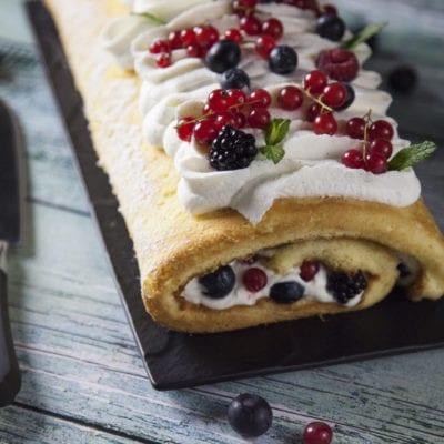 Rotolo con panna e frutta fresca – La Cuoca & il Secchione
