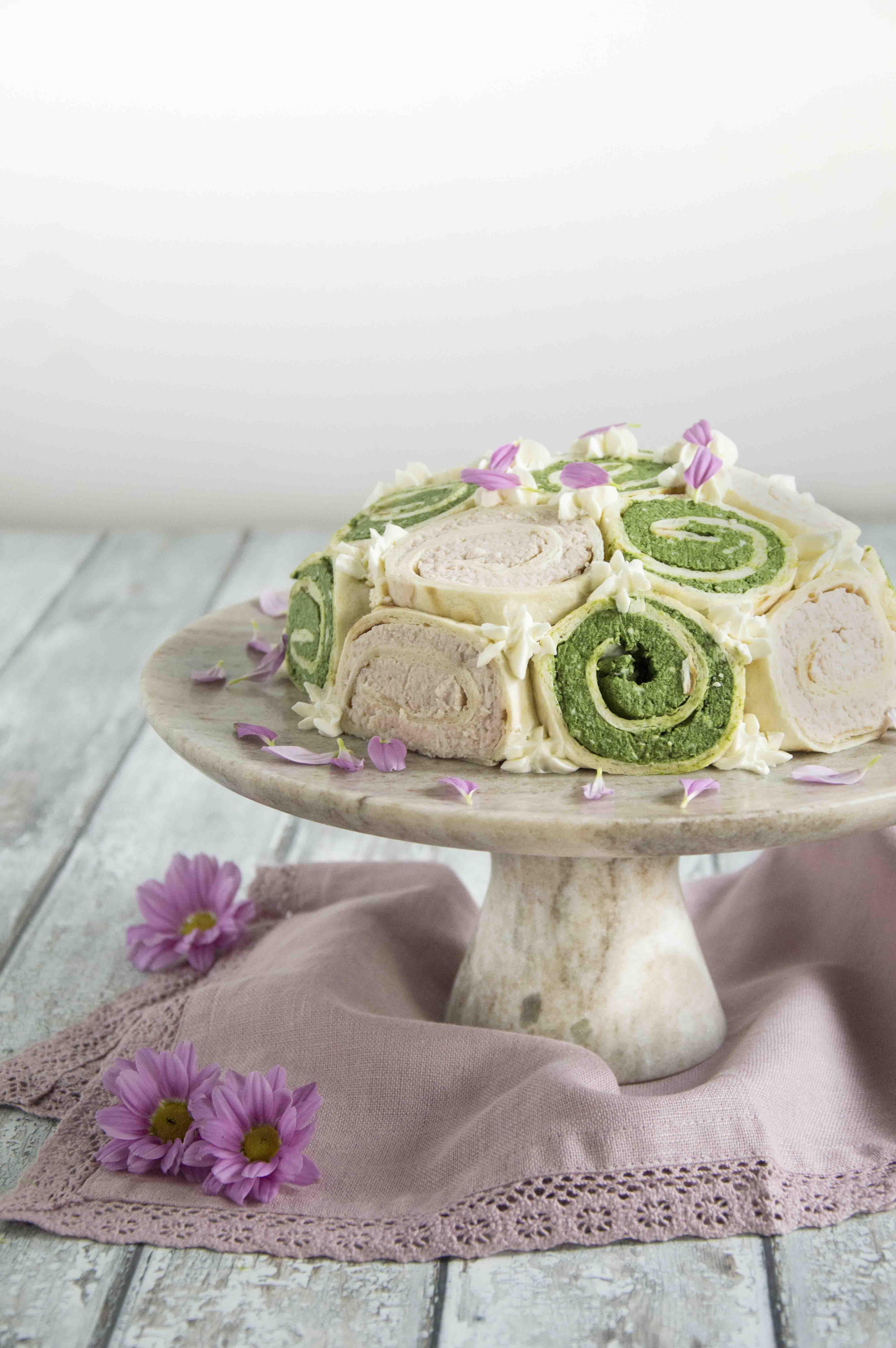 Zuccotto di piadina con prosciutto cotto e spinaci su alzatina