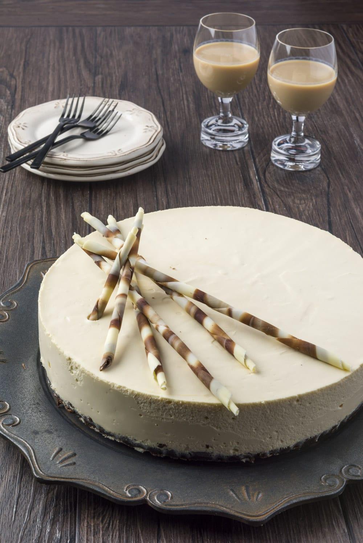 Cheesecake al Baileys servita su piatto
