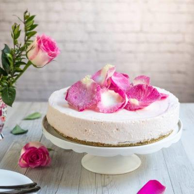 Cheesecake alle rose senza glutine e senza lattosio