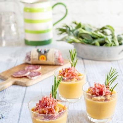 Crema di cannellini con crumble di pane e salame Cacciatore Italiano