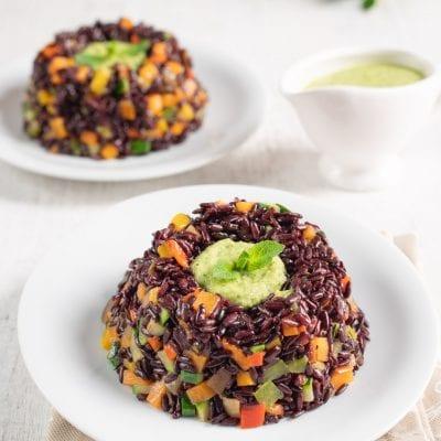 Coroncina di riso nero con verdure