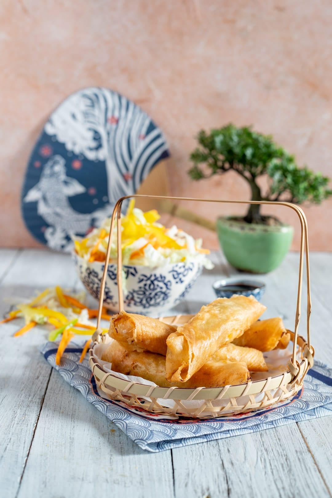 Popiah involtini fritti croccanti pronti per essere gustati