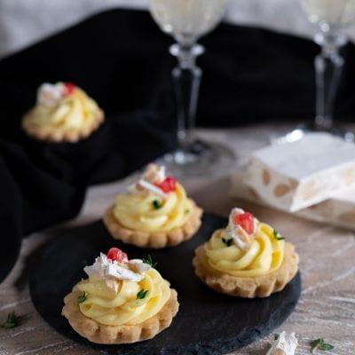 Tartellette con crema al Parmigiano e torrone