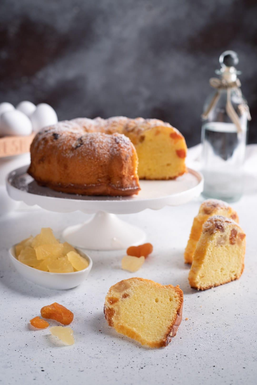 Torta Donizetti con fetta tagliata e pronta da gustare